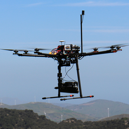 drone in volo Oben