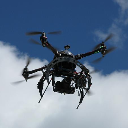 drone camera a terra Oben